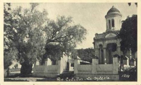 iglesia y arbol